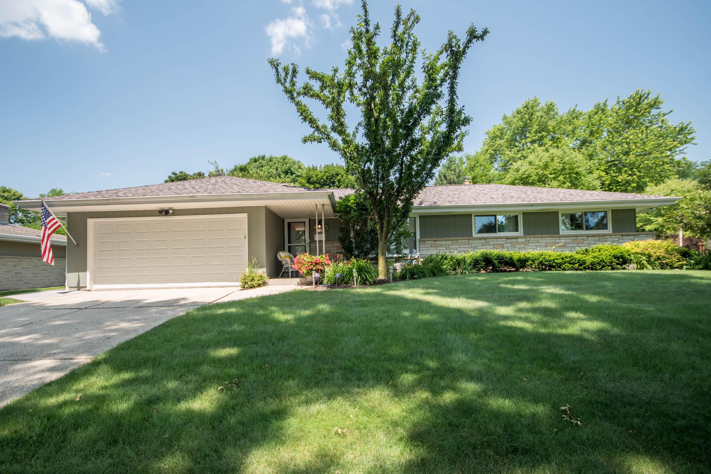 1034 Roberta, Waukesha, Wisconsin 53186, 3 Bedrooms Bedrooms, 7 Rooms Rooms,1 BathroomBathrooms,Single-Family,For Sale,Roberta,1650458