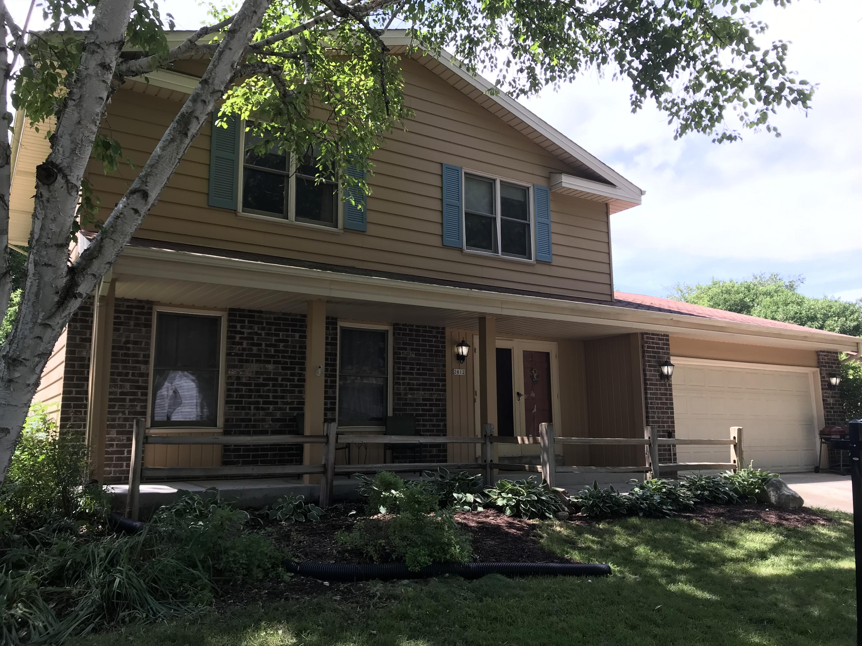 2812 Sussex Ln, Waukesha, Wisconsin 53188, 4 Bedrooms Bedrooms, 9 Rooms Rooms,1 BathroomBathrooms,Single-Family,For Sale,Sussex Ln,1648363