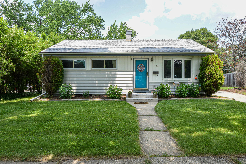 1500 Aldoro Dr, Waukesha, Wisconsin 53188, 3 Bedrooms Bedrooms, 5 Rooms Rooms,1 BathroomBathrooms,Single-Family,For Sale,Aldoro Dr,1650485