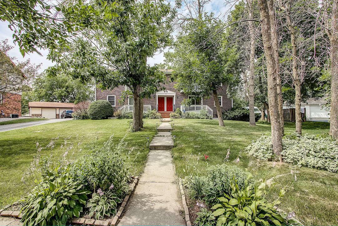 1305 Camden Way, Waukesha, Wisconsin 53186, 2 Bedrooms Bedrooms, ,1 BathroomBathrooms,Condominiums,For Sale,Camden Way,1,1650751