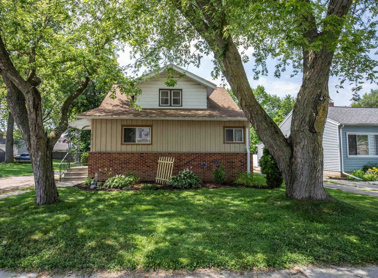 412 Riverview Ave, Waukesha, Wisconsin 53188, 3 Bedrooms Bedrooms, ,1 BathroomBathrooms,Single-Family,For Sale,Riverview Ave,1650918