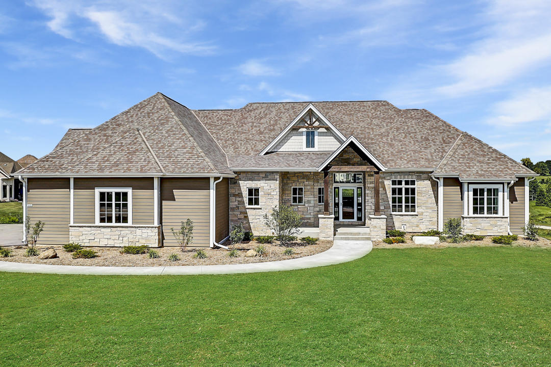 1653 Whistling Hill Cir, Hartland, Wisconsin 53029, 5 Bedrooms Bedrooms, 12 Rooms Rooms,3 BathroomsBathrooms,Single-Family,For Sale,Whistling Hill Cir,1653687