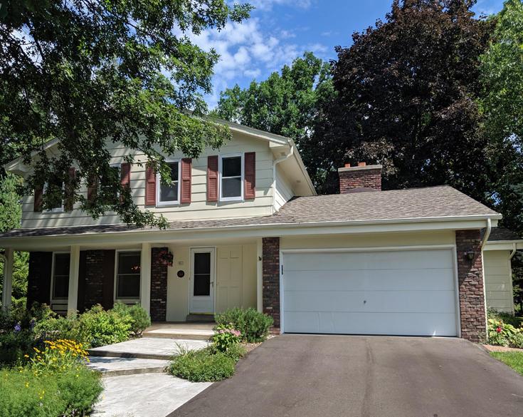 961 Shelley Ct, Oconomowoc, Wisconsin 53066, 5 Bedrooms Bedrooms, 13 Rooms Rooms,2 BathroomsBathrooms,Single-Family,For Sale,Shelley Ct,1654162