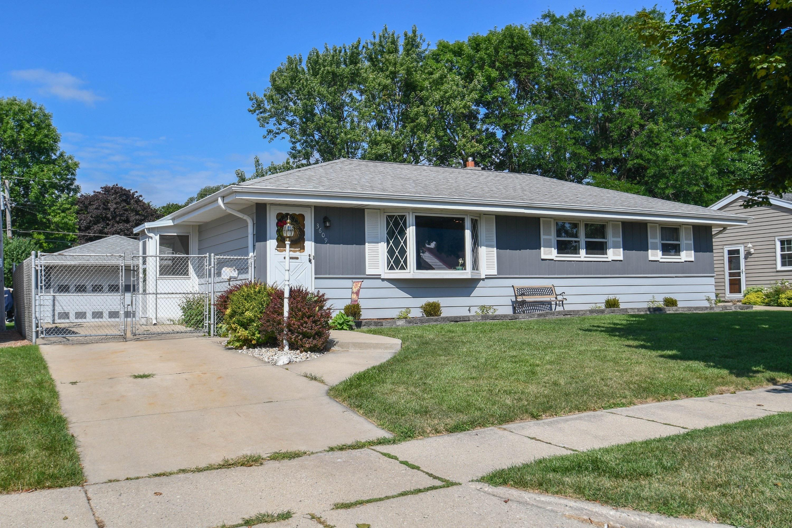 3609 95th St, Milwaukee, Wisconsin 53228, 3 Bedrooms Bedrooms, 6 Rooms Rooms,1 BathroomBathrooms,Single-Family,For Sale,95th St,1654092