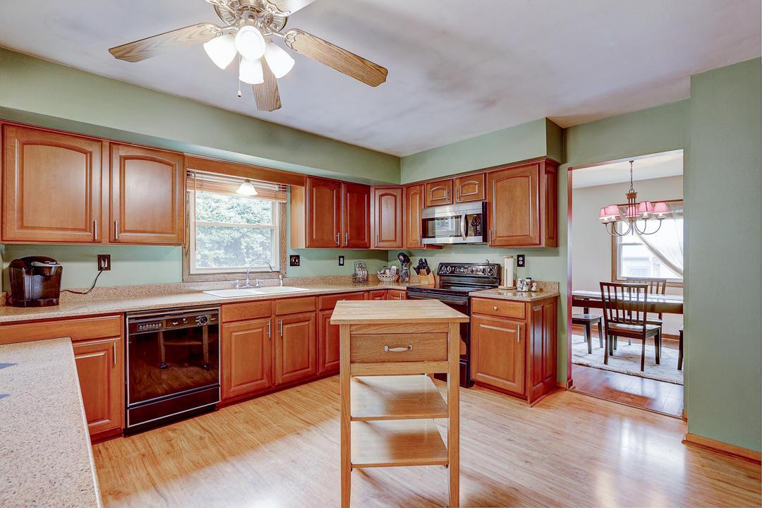 2680 El Rancho Dr, Brookfield, Wisconsin 53005, 4 Bedrooms Bedrooms, 10 Rooms Rooms,2 BathroomsBathrooms,Single-Family,For Sale,El Rancho Dr,1653249