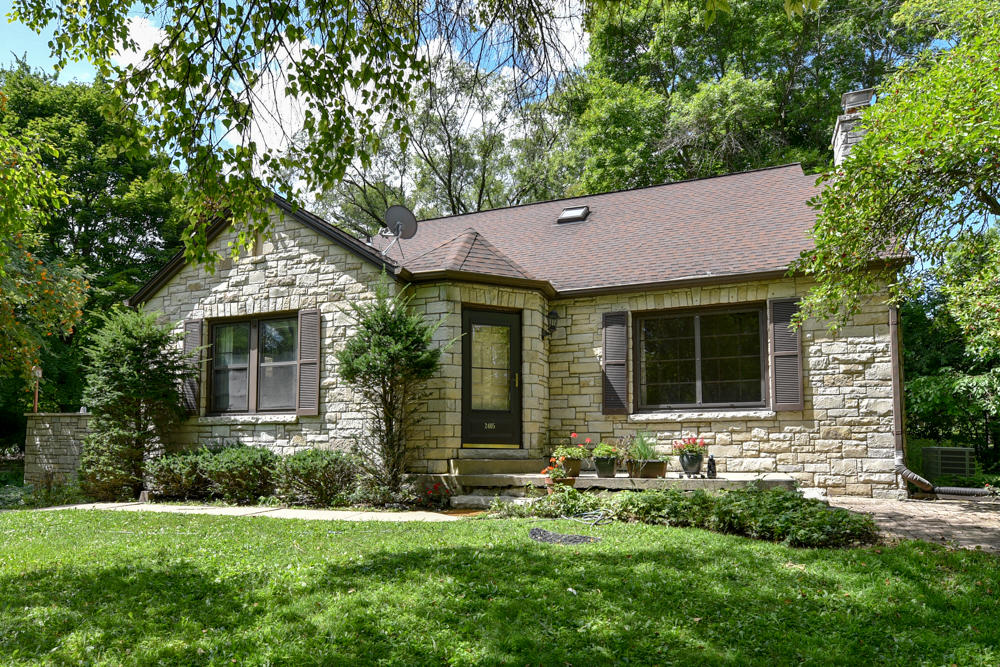 2405 Hillsdale Dr E, Brookfield, Wisconsin 53005, 4 Bedrooms Bedrooms, ,3 BathroomsBathrooms,Single-Family,For Sale,Hillsdale Dr E,1653159