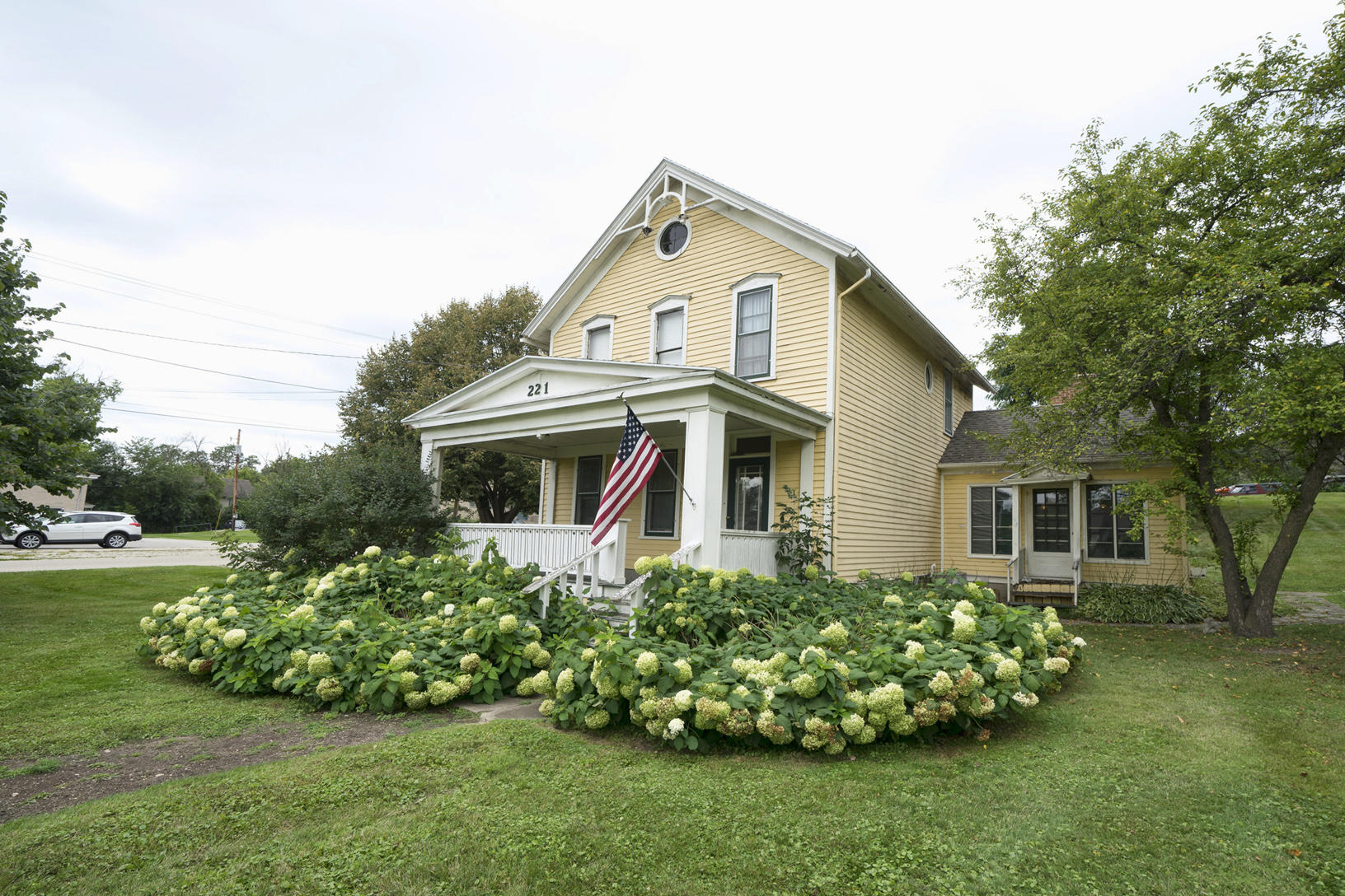 221 Cottonwood Ave, Hartland, Wisconsin 53029, 2 Bedrooms Bedrooms, 6 Rooms Rooms,1 BathroomBathrooms,Single-Family,For Sale,Cottonwood Ave,1654672