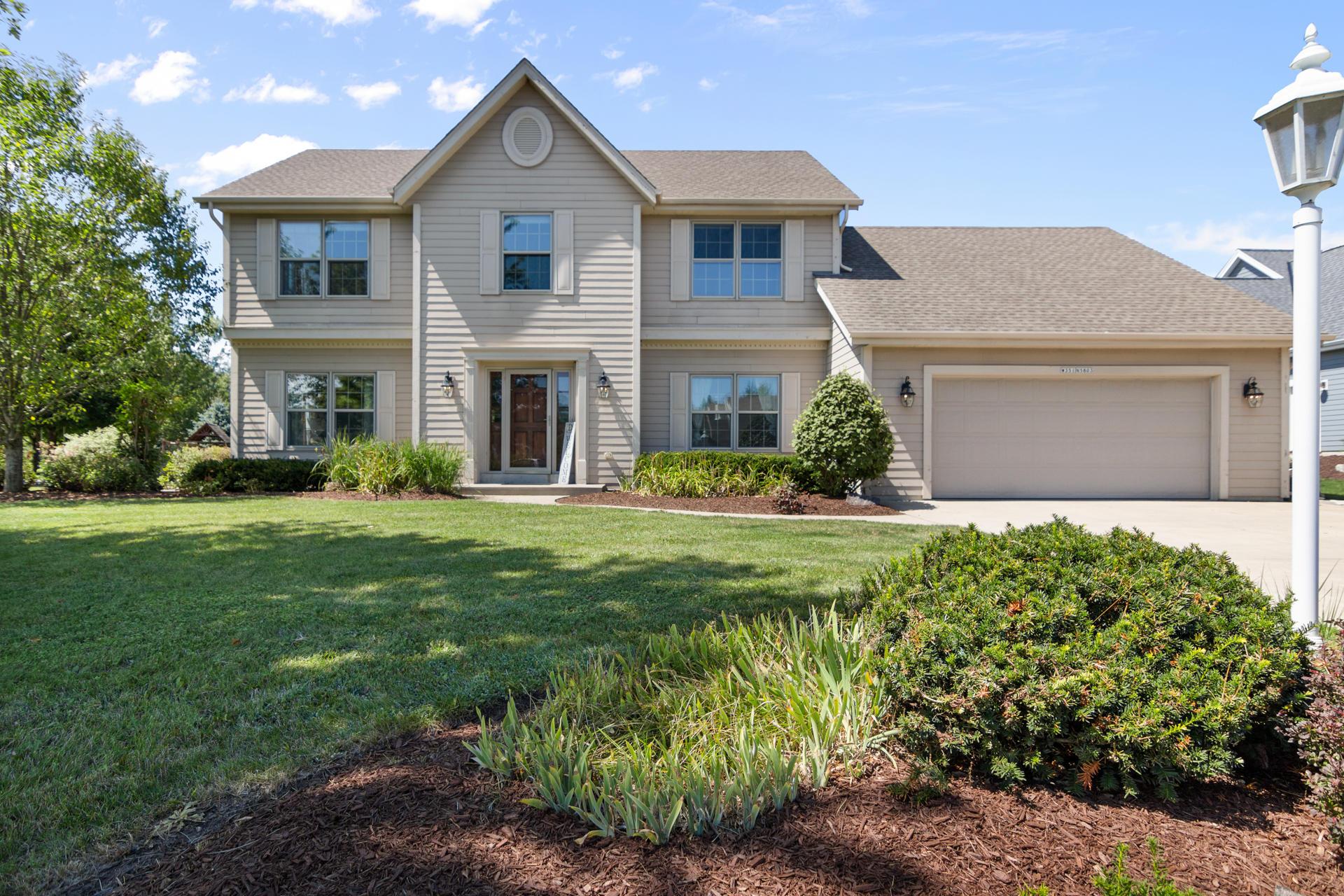 W351N5803 Westshore Rd, Oconomowoc, Wisconsin 53066, 4 Bedrooms Bedrooms, 8 Rooms Rooms,2 BathroomsBathrooms,Single-Family,For Sale,Westshore Rd,1654742