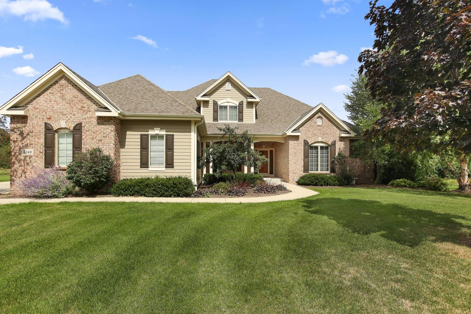 1240 Four Winds Way, Hartland, Wisconsin 53029, 5 Bedrooms Bedrooms, 13 Rooms Rooms,4 BathroomsBathrooms,Single-Family,For Sale,Four Winds Way,1654769