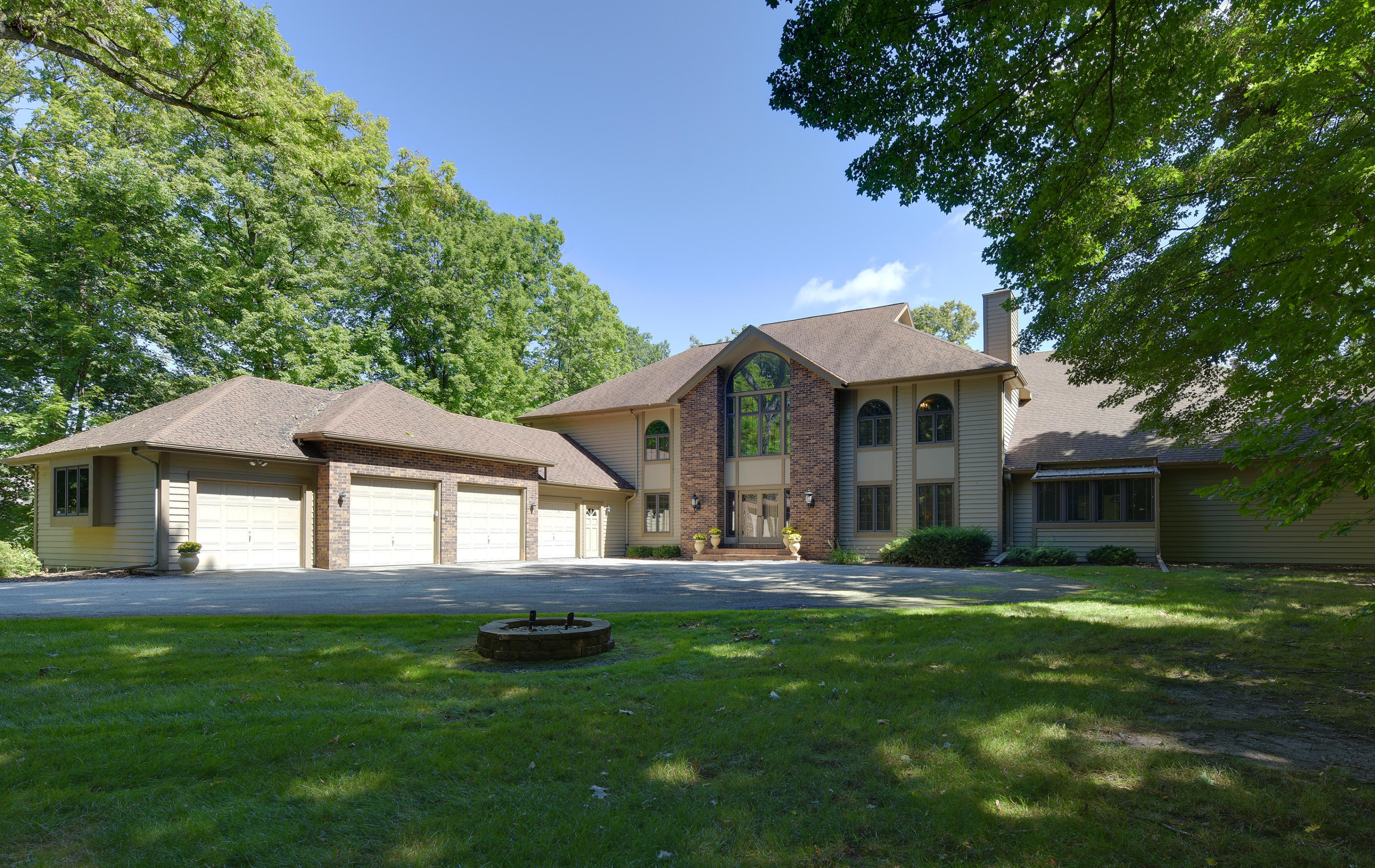 4580 Hewitts Point Rd, Oconomowoc Lake, Wisconsin 53066, 4 Bedrooms Bedrooms, 17 Rooms Rooms,5 BathroomsBathrooms,Single-Family,For Sale,Hewitts Point Rd,1656820