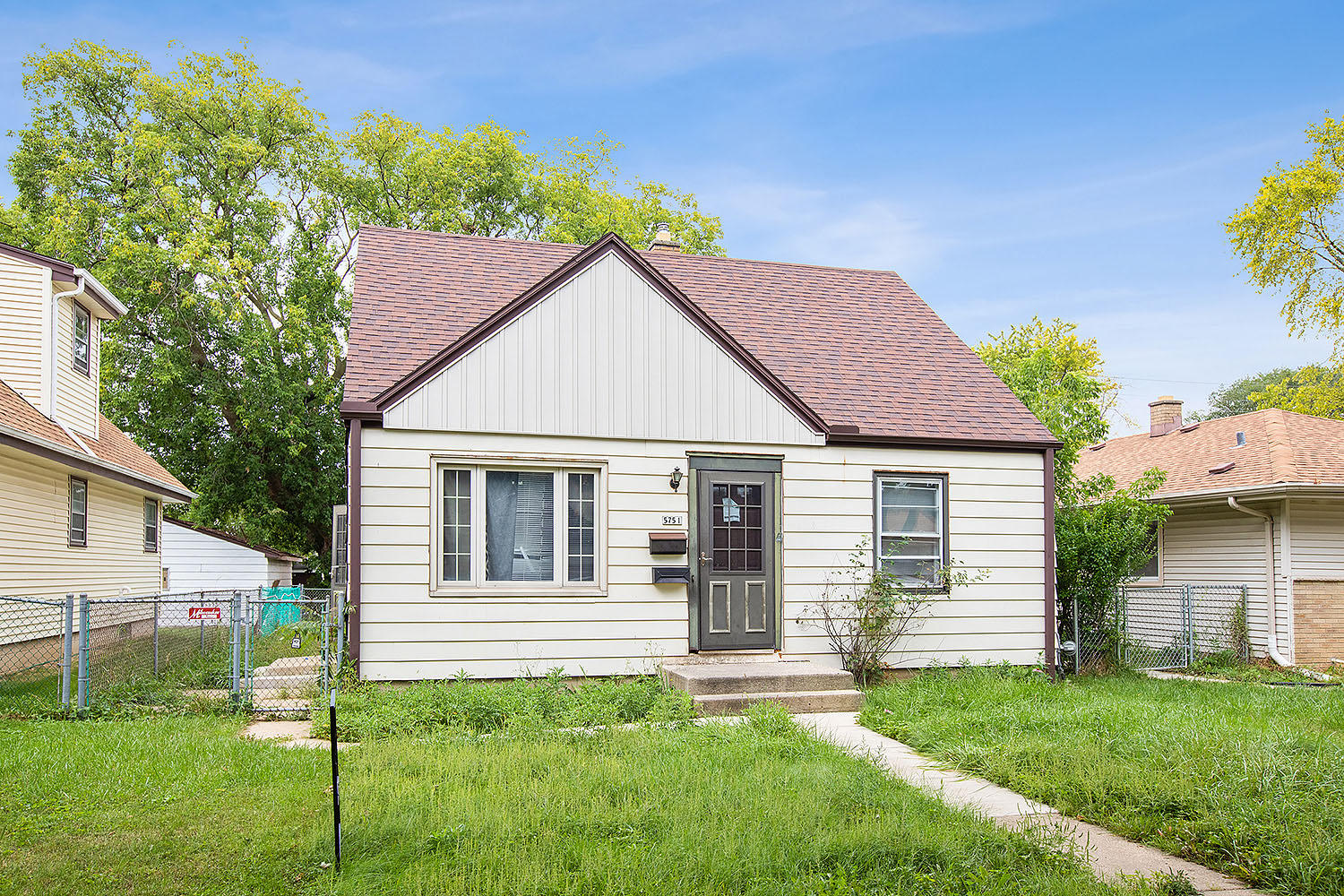 5751 75th St, Milwaukee, Wisconsin 53218, 3 Bedrooms Bedrooms, 5 Rooms Rooms,1 BathroomBathrooms,Single-Family,For Sale,75th St,1632069