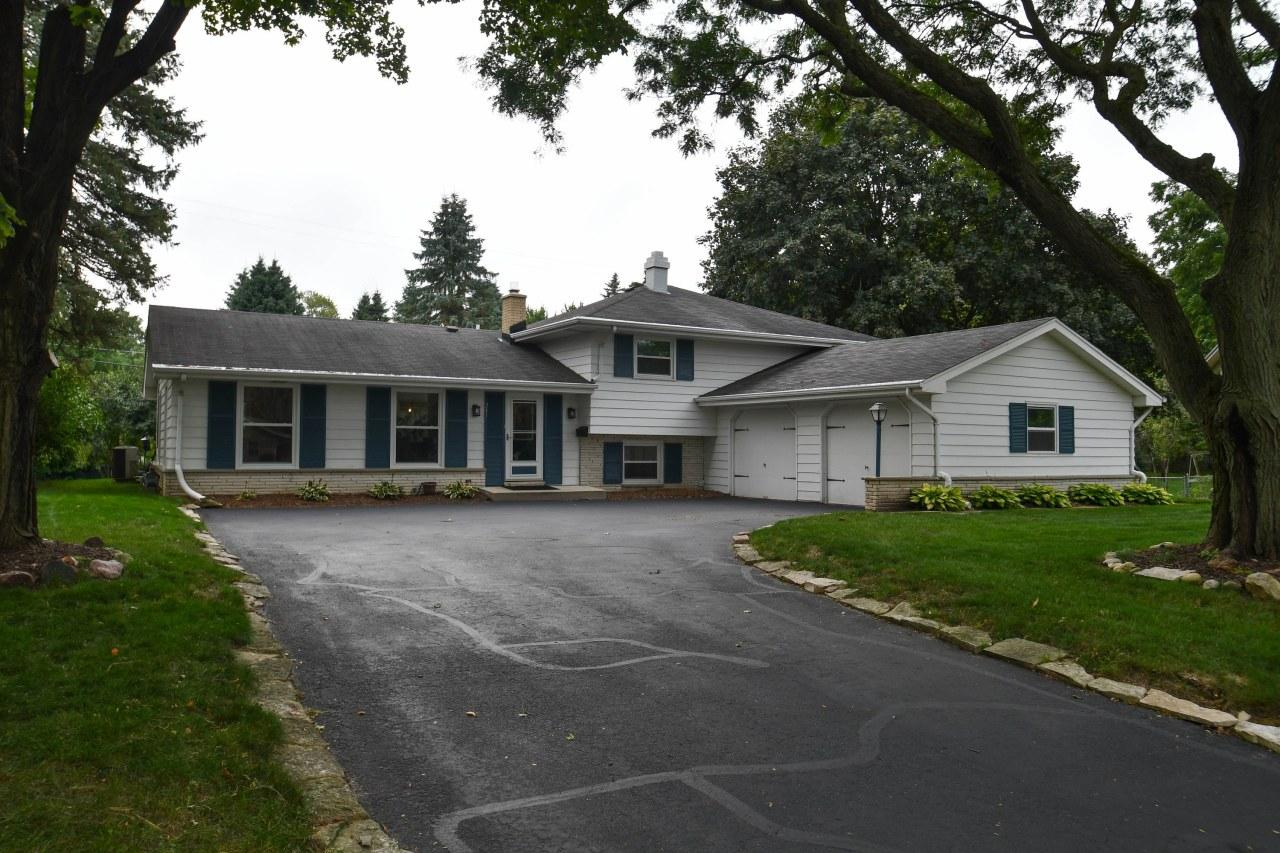 241 Hazel Ln, Hartland, Wisconsin 53029, 3 Bedrooms Bedrooms, 9 Rooms Rooms,2 BathroomsBathrooms,Single-Family,For Sale,Hazel Ln,1658396