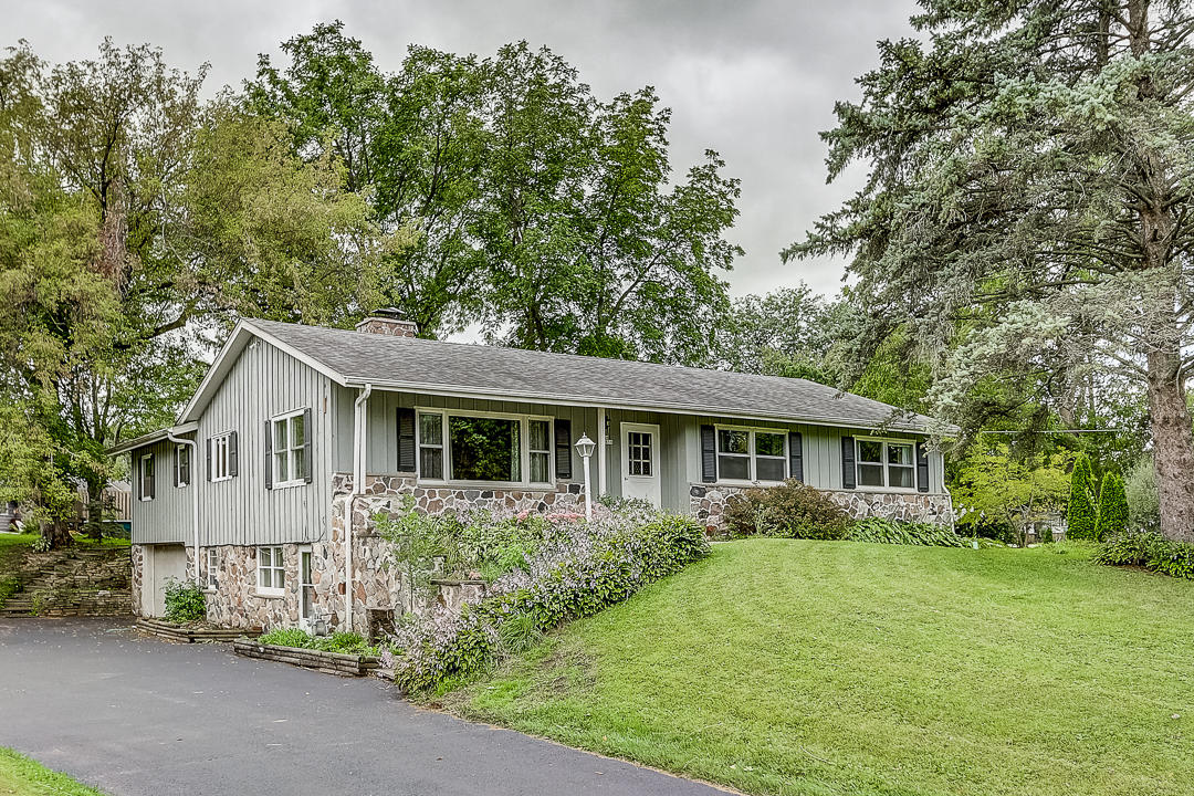 N59W39459 Laketon Ave, Oconomowoc, Wisconsin 53066, 4 Bedrooms Bedrooms, 11 Rooms Rooms,3 BathroomsBathrooms,Single-Family,For Sale,Laketon Ave,1659277
