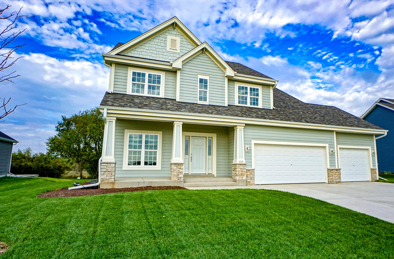 1377 Bluestem Trl, Oconomowoc, Wisconsin 53066, 4 Bedrooms Bedrooms, 9 Rooms Rooms,2 BathroomsBathrooms,Single-Family,For Sale,Bluestem Trl,1660333