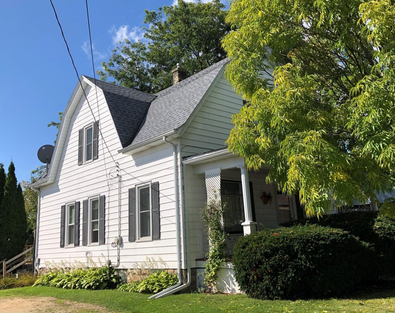 37 E State St Hartford, WI 53027 Property Image