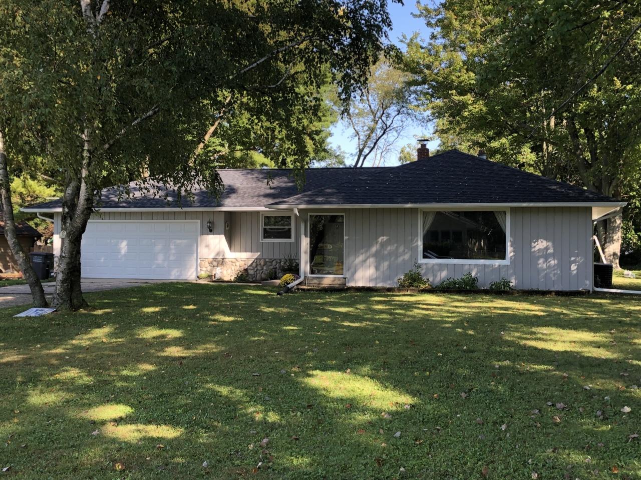 812 Marymere Dr, Oconomowoc, Wisconsin 53066, 3 Bedrooms Bedrooms, 6 Rooms Rooms,1 BathroomBathrooms,Single-Family,For Sale,Marymere Dr,1658269