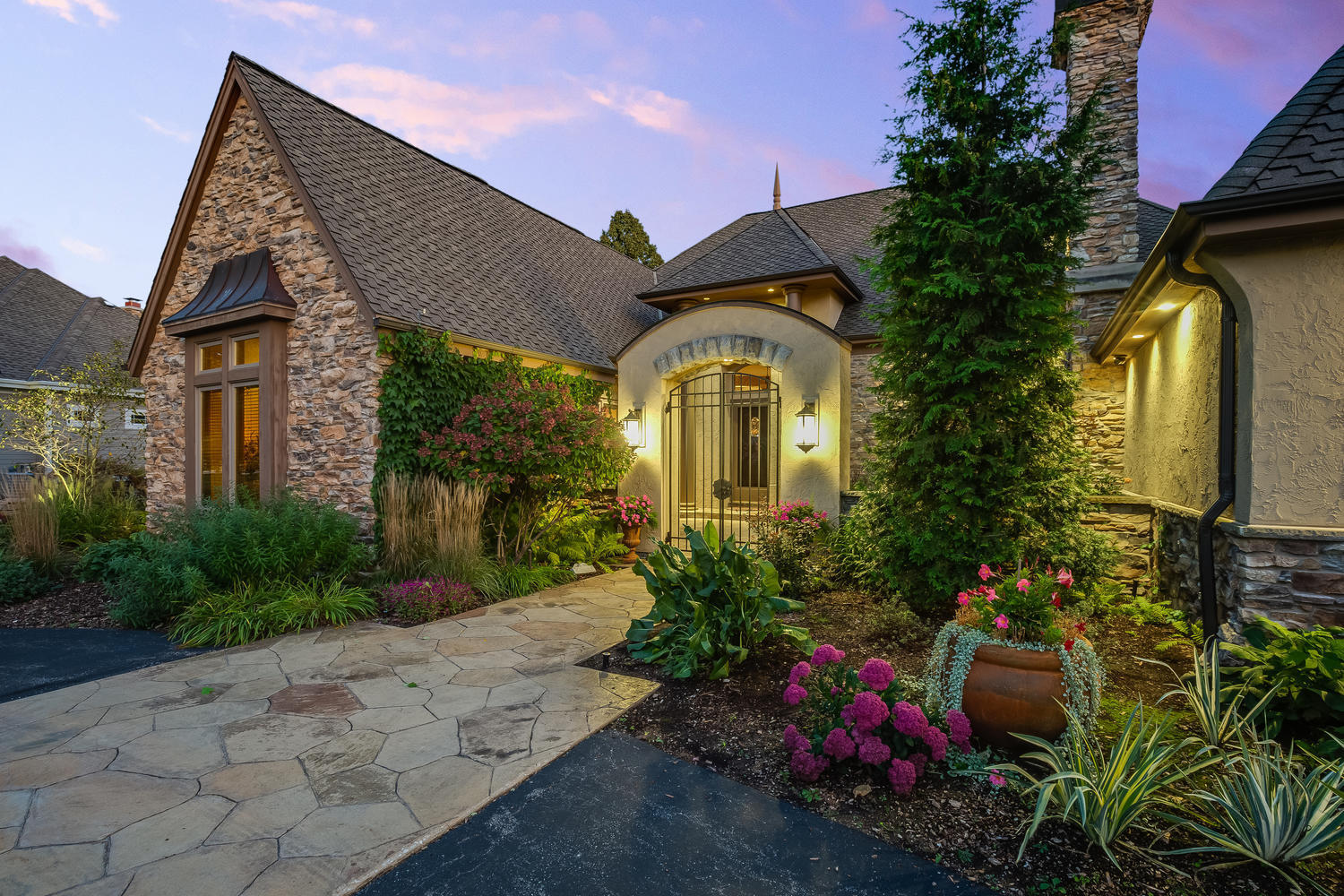 11390 N Creekside Ct, Mequon, WI 53092