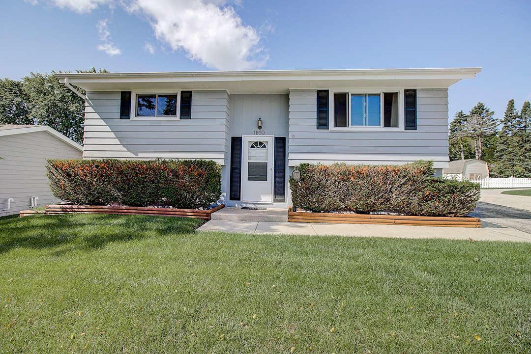 1910 Delafield St, Waukesha, Wisconsin 53188, 4 Bedrooms Bedrooms, ,1 BathroomBathrooms,Single-Family,For Sale,Delafield St,1663060