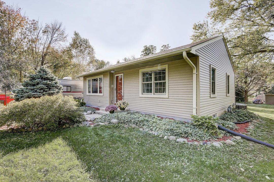 25 Lapham Peak Rd, Delafield, Wisconsin 53018, 2 Bedrooms Bedrooms, 7 Rooms Rooms,1 BathroomBathrooms,Single-Family,For Sale,Lapham Peak Rd,1664081