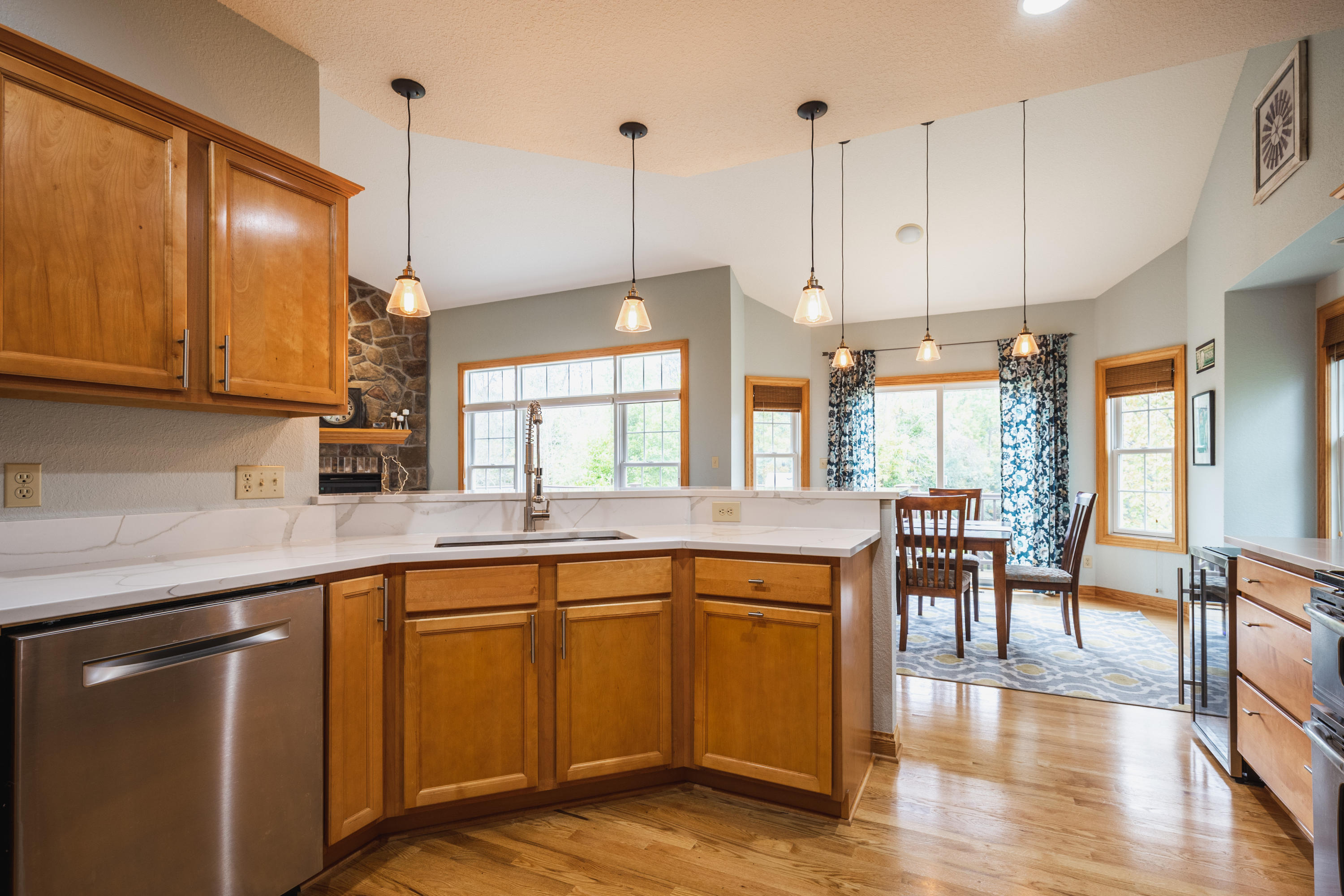 W243N2707 Creekside Ct, Pewaukee, Wisconsin 53072, 5 Bedrooms Bedrooms, 10 Rooms Rooms,3 BathroomsBathrooms,Single-Family,For Sale,Creekside Ct,1665116