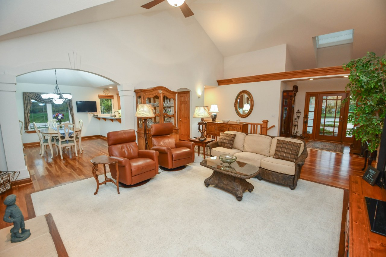 1368 Sunset View Ct, Oconomowoc, Wisconsin 53066, 3 Bedrooms Bedrooms, 8 Rooms Rooms,3 BathroomsBathrooms,Single-Family,For Sale,Sunset View Ct,1665120