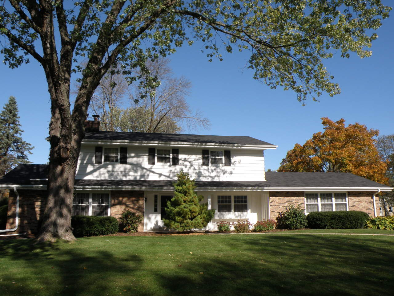 3660 Sunny Crest Dr, Brookfield, Wisconsin 53005, 4 Bedrooms Bedrooms, 9 Rooms Rooms,2 BathroomsBathrooms,Single-Family,For Sale,Sunny Crest Dr,1654000