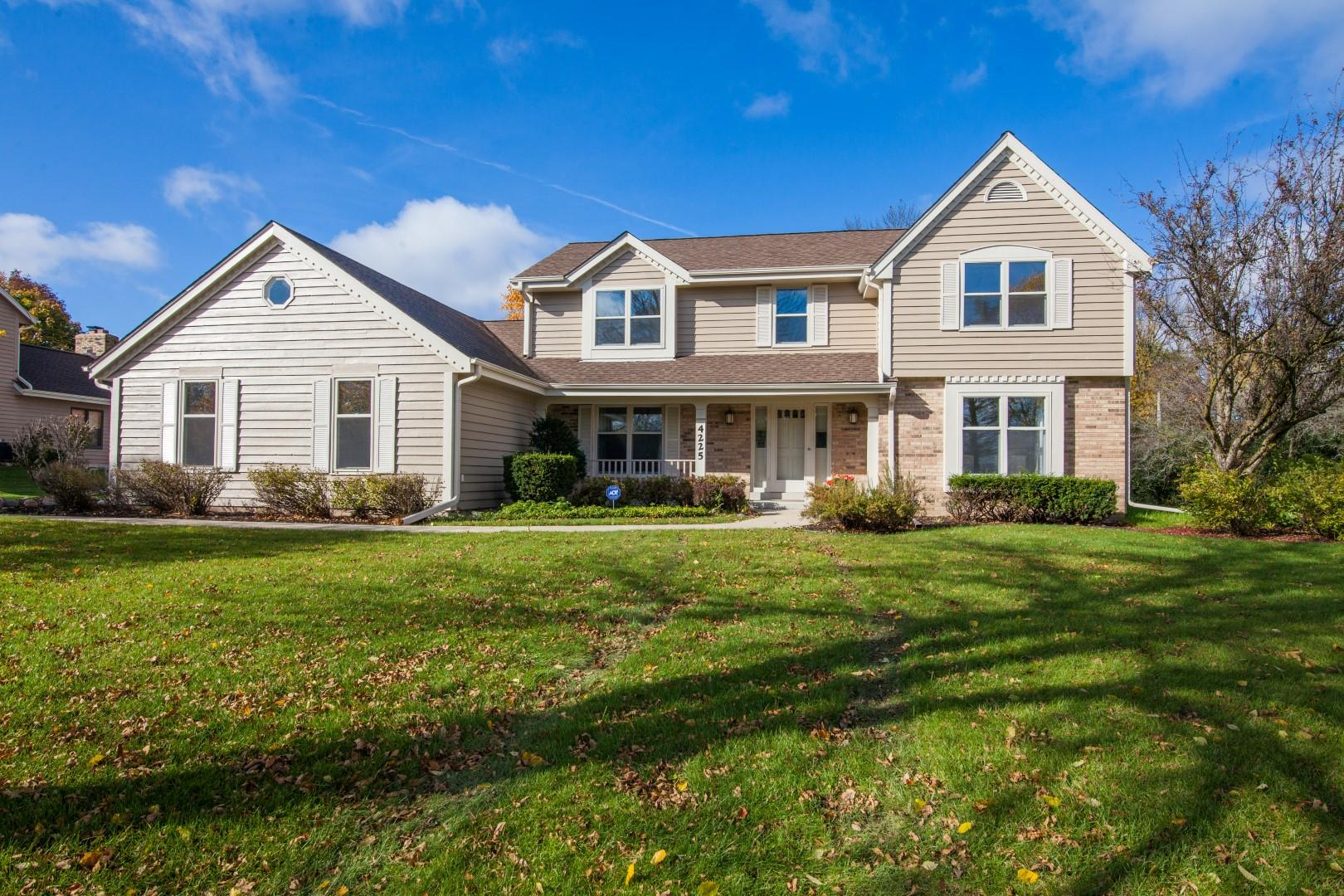 4225 Brook Ln, Brookfield, Wisconsin 53005, 4 Bedrooms Bedrooms, 8 Rooms Rooms,2 BathroomsBathrooms,Single-Family,For Sale,Brook Ln,1665540
