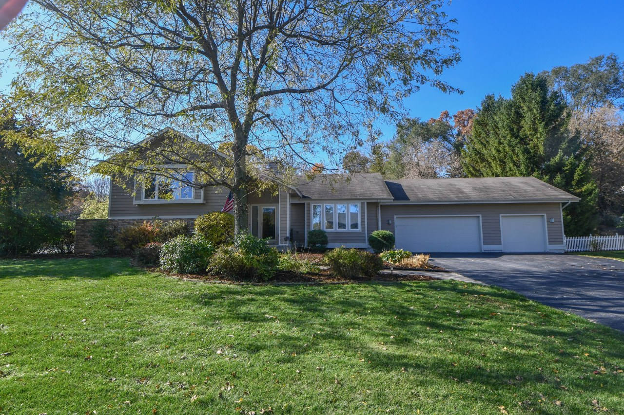 895 Timber Pass, Brookfield, Wisconsin 53045, 4 Bedrooms Bedrooms, 9 Rooms Rooms,3 BathroomsBathrooms,Single-Family,For Sale,Timber Pass,1665754