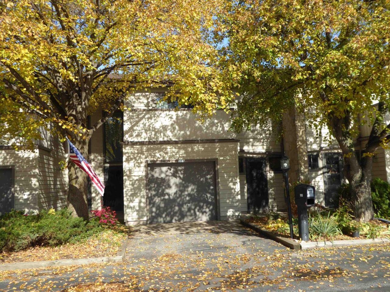 955 Armour Rd, Oconomowoc, Wisconsin 53066, 3 Bedrooms Bedrooms, 6 Rooms Rooms,1 BathroomBathrooms,Condominiums,For Sale,Armour Rd,1,1665651