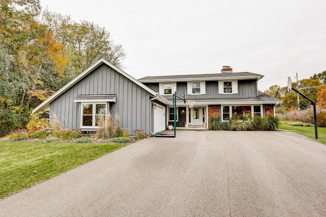 15525 Apple Valley Ct, Brookfield, Wisconsin 53005, 4 Bedrooms Bedrooms, 9 Rooms Rooms,2 BathroomsBathrooms,Single-Family,For Sale,Apple Valley Ct,1666077