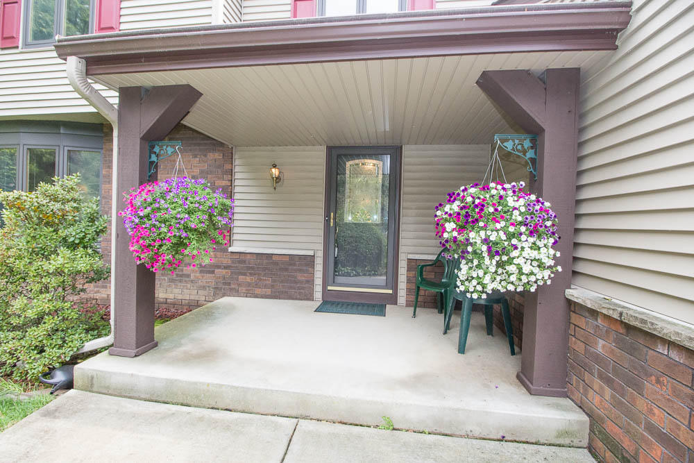 W318N276 Sandy Hollow Ct, Delafield, Wisconsin 53018, 4 Bedrooms Bedrooms, 10 Rooms Rooms,2 BathroomsBathrooms,Single-Family,For Sale,Sandy Hollow Ct,1666454