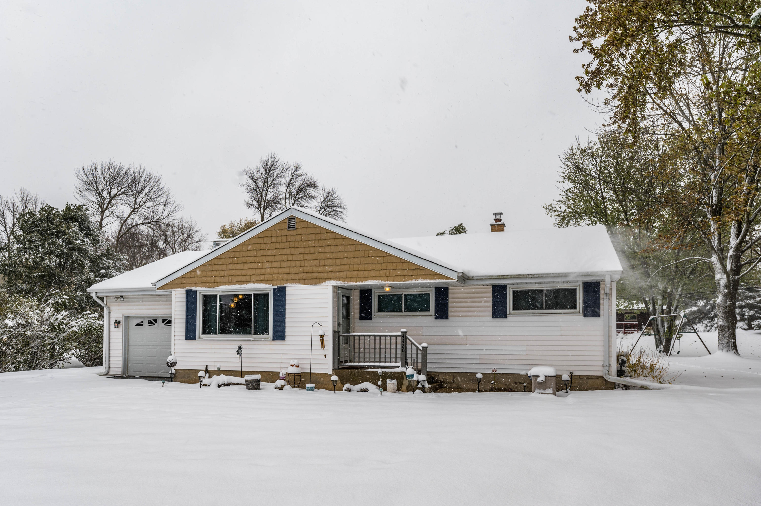 4420 Brookfield Rd, Brookfield, Wisconsin 53045, 3 Bedrooms Bedrooms, 5 Rooms Rooms,1 BathroomBathrooms,Single-Family,For Sale,Brookfield Rd,1666269