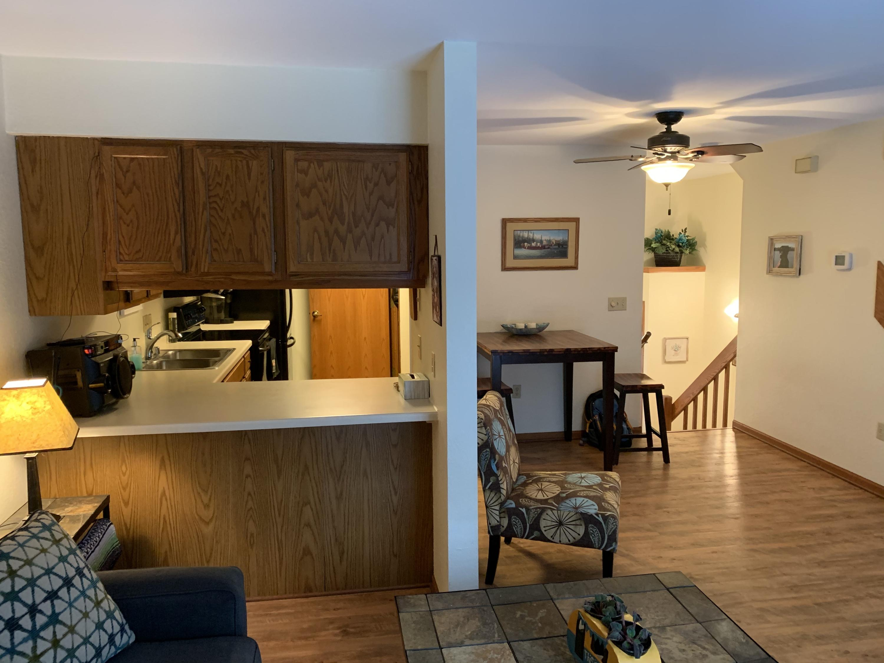 186 Country Ct, Delafield, Wisconsin 53018, 2 Bedrooms Bedrooms, 4 Rooms Rooms,2 BathroomsBathrooms,Condominiums,For Sale,Country Ct,2,1666494
