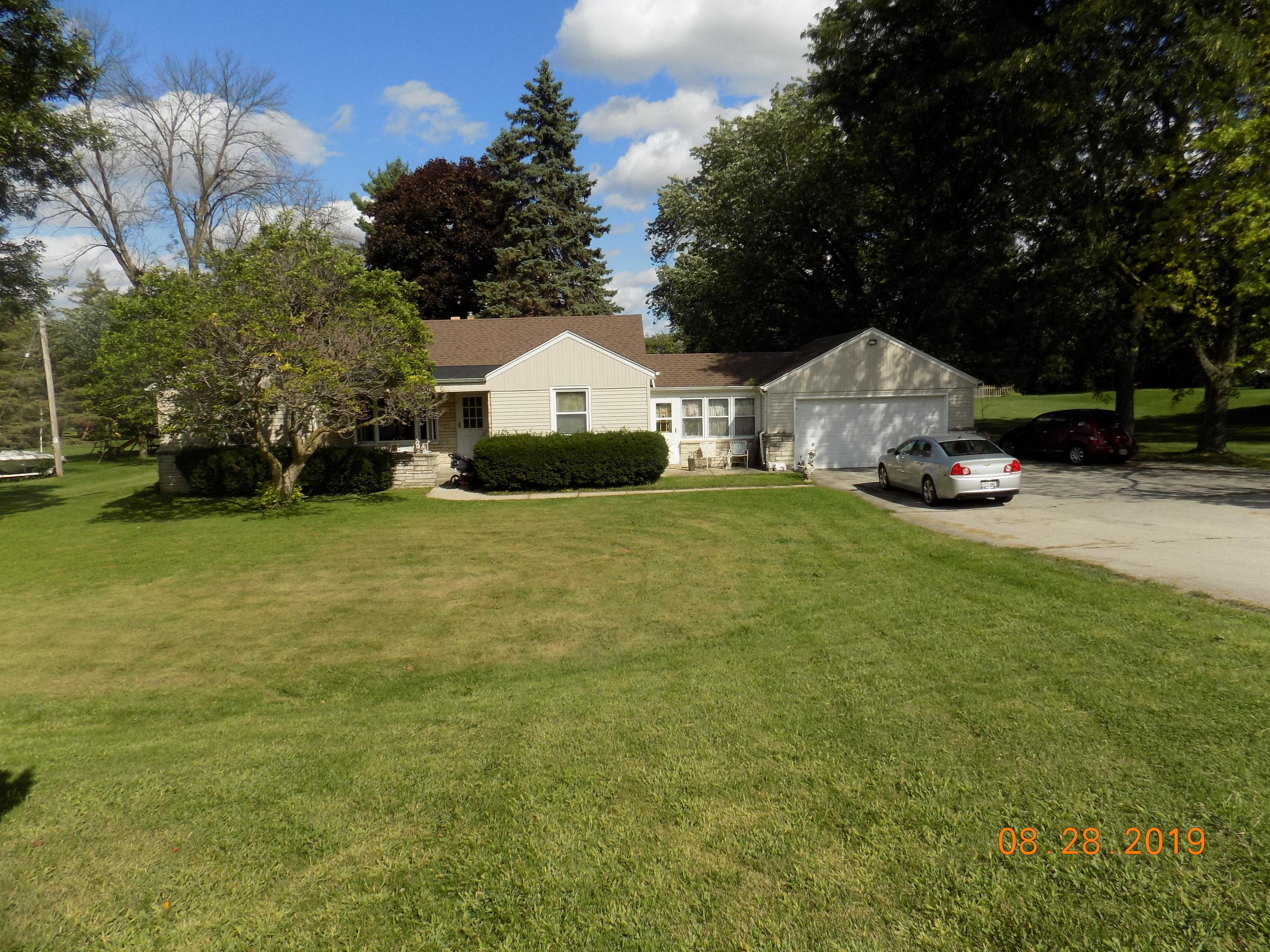 1530 Calhoun Rd, Brookfield, Wisconsin 53005, 3 Bedrooms Bedrooms, ,1 BathroomBathrooms,Single-Family,For Sale,Calhoun Rd,1666548