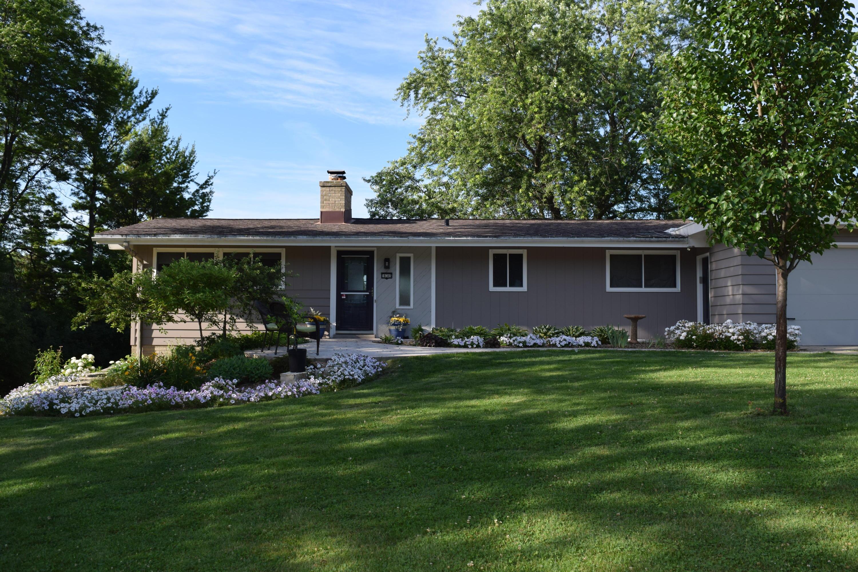 18345 Benington Dr, Brookfield, Wisconsin 53045, 4 Bedrooms Bedrooms, 7 Rooms Rooms,2 BathroomsBathrooms,Single-Family,For Sale,Benington Dr,1666889