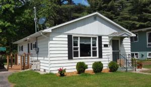 1109 Sunnyfield Ct, Marinette, WI 54143