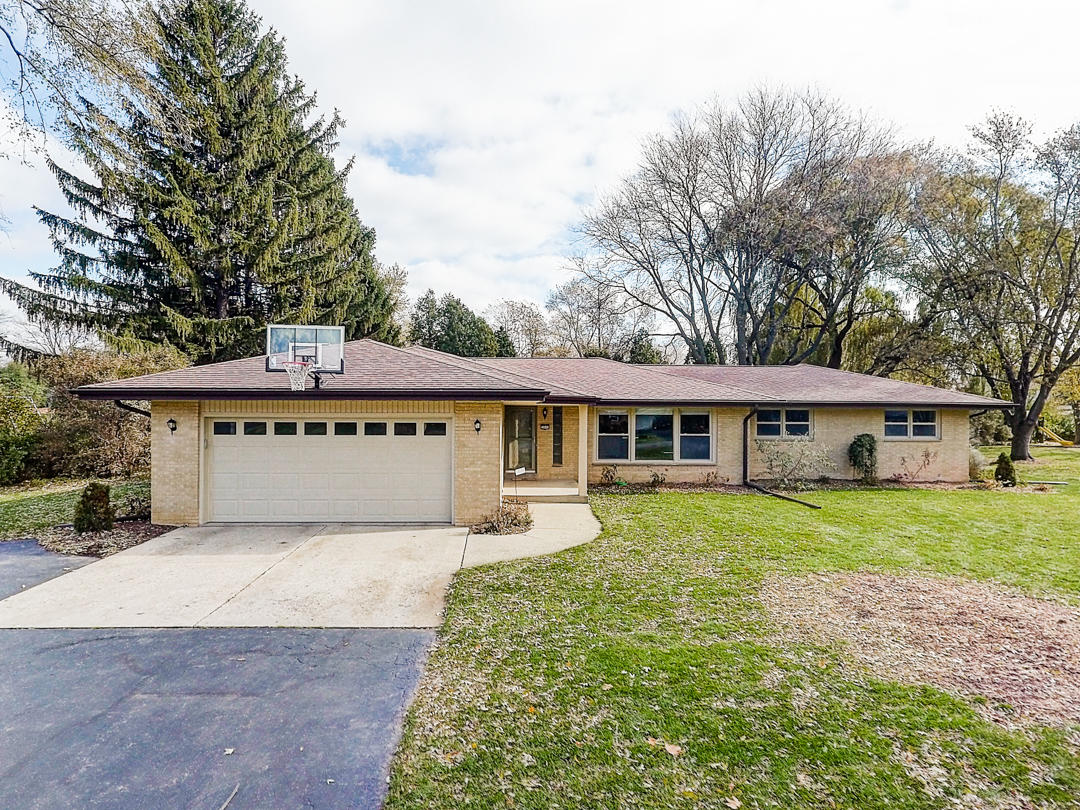 2840 Arbor Dr, Brookfield, Wisconsin 53005, 4 Bedrooms Bedrooms, 9 Rooms Rooms,2 BathroomsBathrooms,Single-Family,For Sale,Arbor Dr,1667152