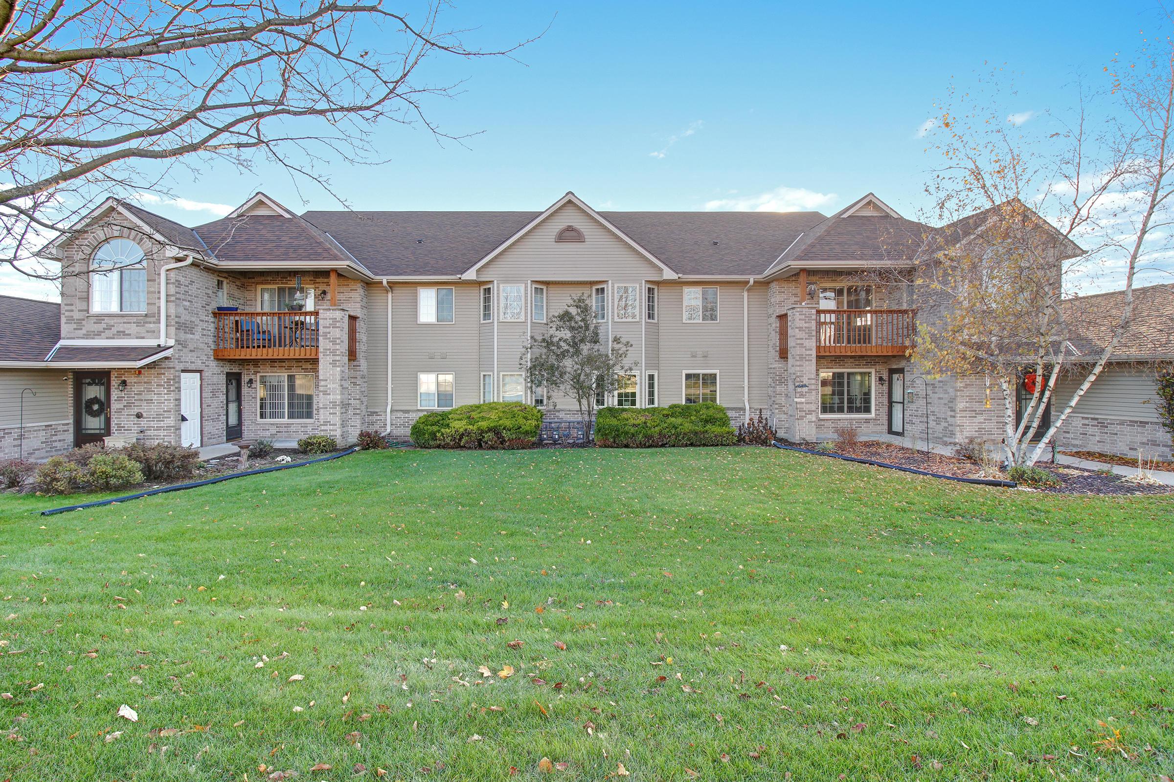 2137 Broken Hill Rd, Waukesha, Wisconsin 53188, 2 Bedrooms Bedrooms, ,2 BathroomsBathrooms,Condominiums,For Sale,Broken Hill Rd,2,1667252