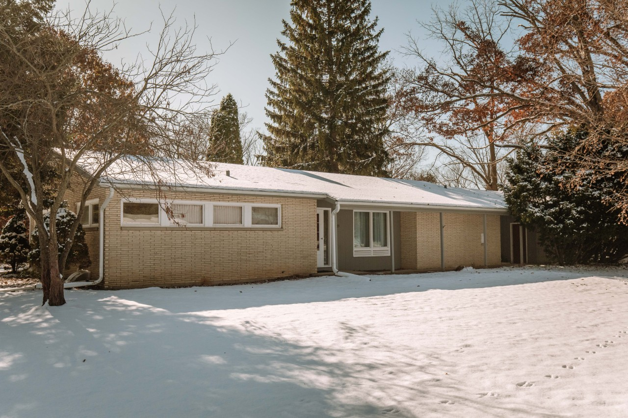 17935 Country Ln, Brookfield, Wisconsin 53045, 3 Bedrooms Bedrooms, 7 Rooms Rooms,1 BathroomBathrooms,Single-Family,For Sale,Country Ln,1665089
