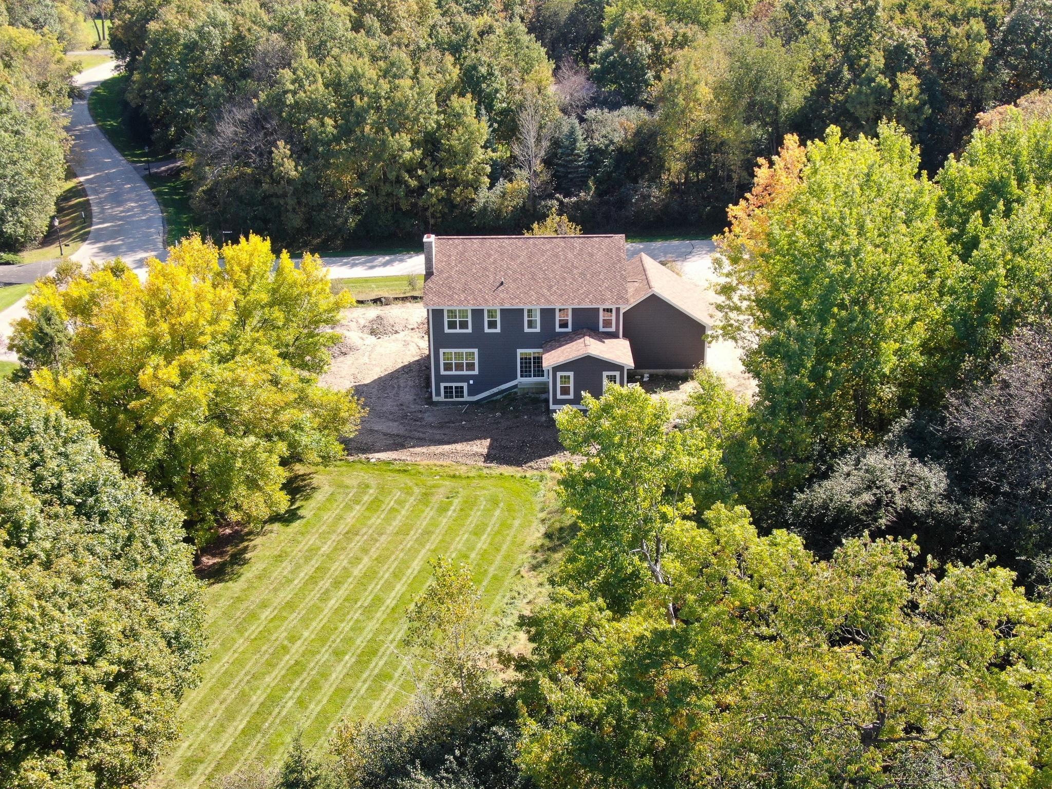 N12W29872 Southhampton Ct, Delafield, Wisconsin 53188, 4 Bedrooms Bedrooms, 9 Rooms Rooms,2 BathroomsBathrooms,Single-Family,For Sale,Southhampton Ct,1667430