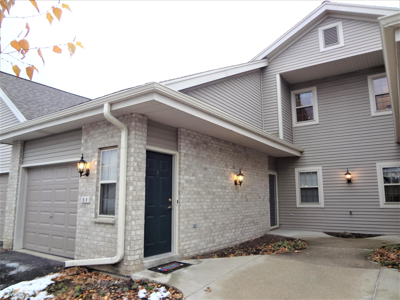 18625 Emerald Cir, Brookfield, Wisconsin 53045, 2 Bedrooms Bedrooms, 5 Rooms Rooms,2 BathroomsBathrooms,Condominiums,For Sale,Emerald Cir,2,1667554