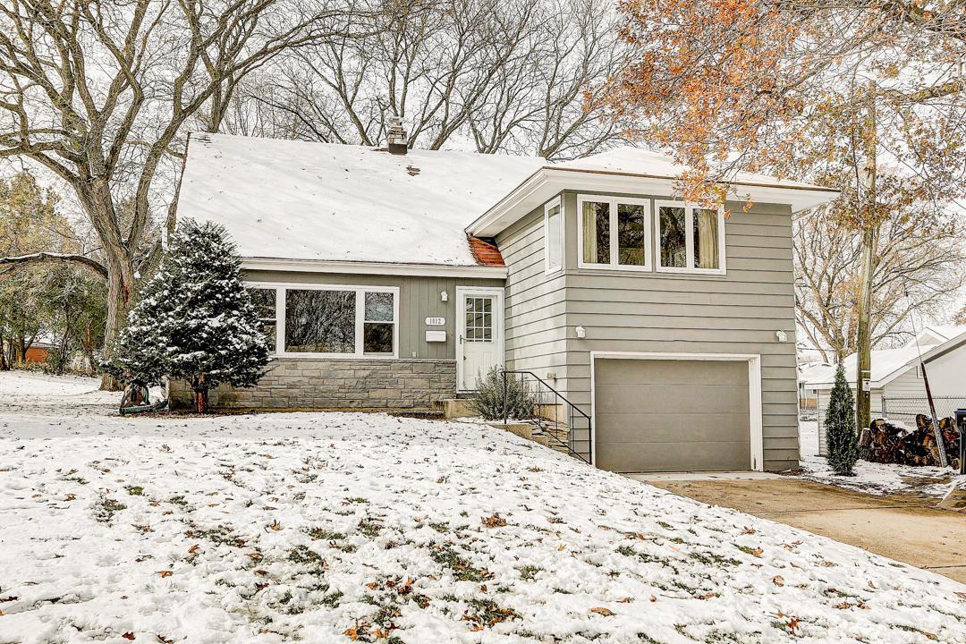 1012 Hawthorn Cir, Waukesha, Wisconsin 53188, 3 Bedrooms Bedrooms, ,1 BathroomBathrooms,Single-Family,For Sale,Hawthorn Cir,1667539