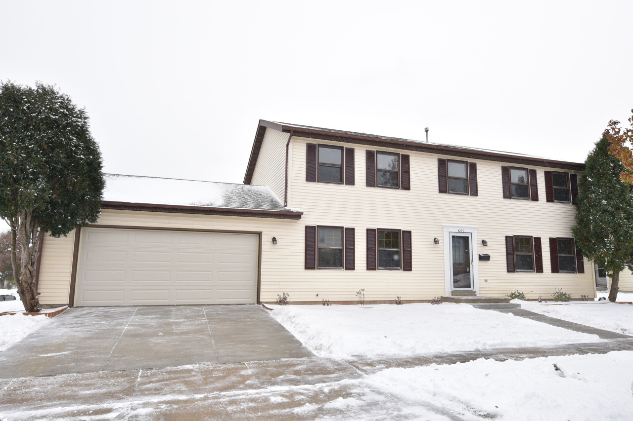 4250 26th St, Milwaukee, Wisconsin 53221, 4 Bedrooms Bedrooms, 8 Rooms Rooms,2 BathroomsBathrooms,Single-Family,For Sale,26th St,1667548