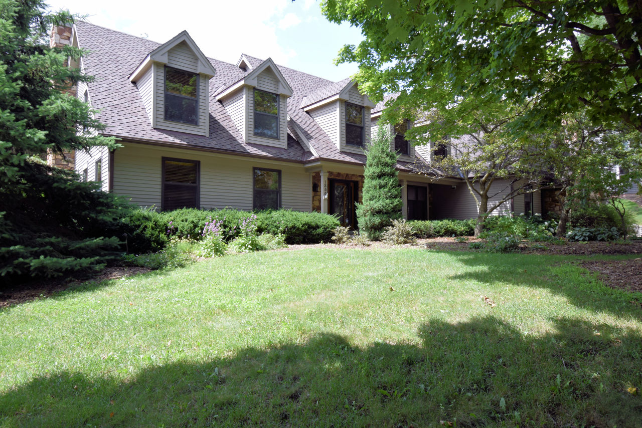 1355 Barrington Woods Dr, Brookfield, Wisconsin 53045, 5 Bedrooms Bedrooms, 11 Rooms Rooms,3 BathroomsBathrooms,Single-Family,For Sale,Barrington Woods Dr,1666203