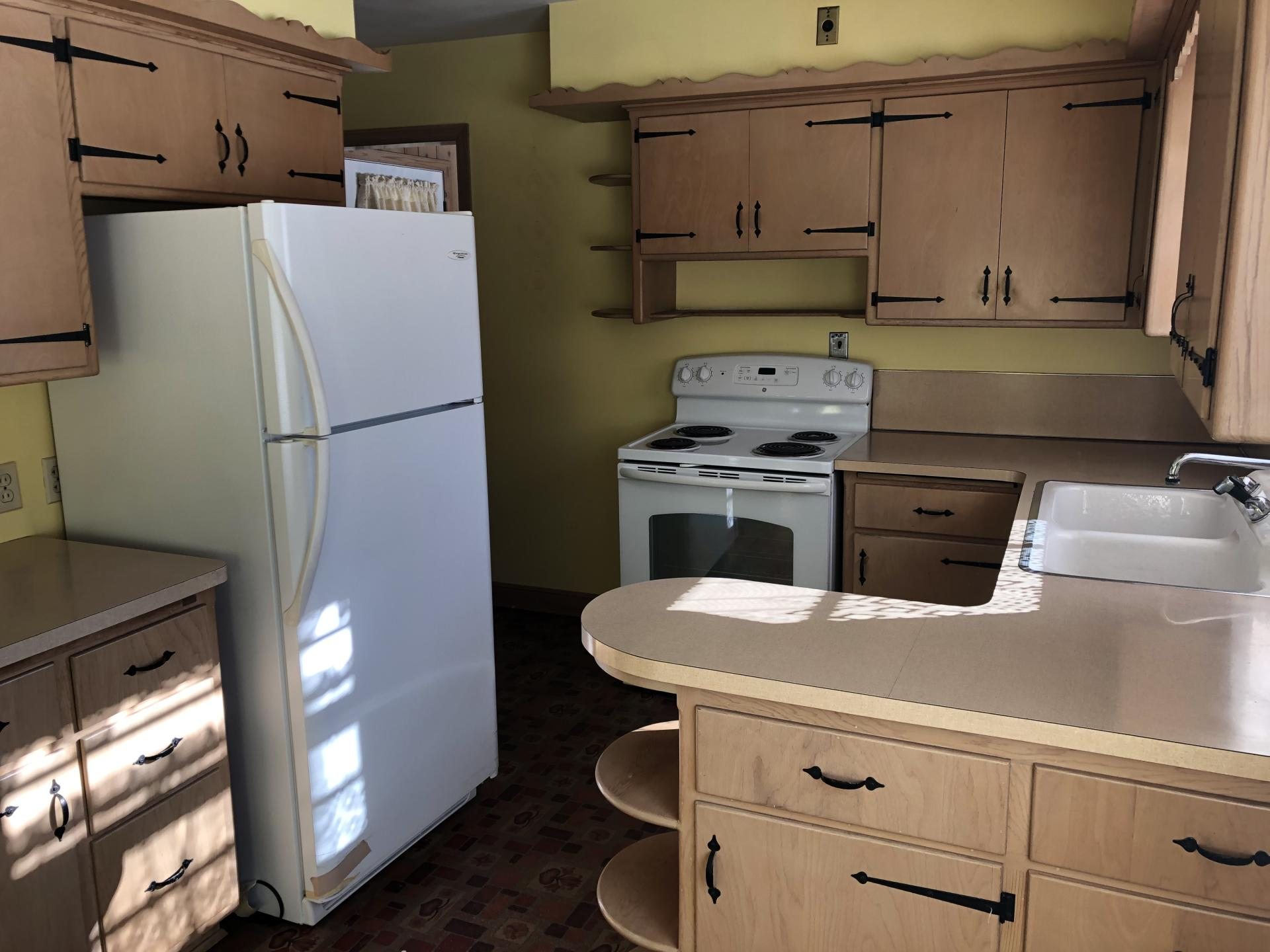 609 College Ave, South Milwaukee, Wisconsin 53172, 2 Bedrooms Bedrooms, 6 Rooms Rooms,1 BathroomBathrooms,Single-Family,For Sale,College Ave,1667732