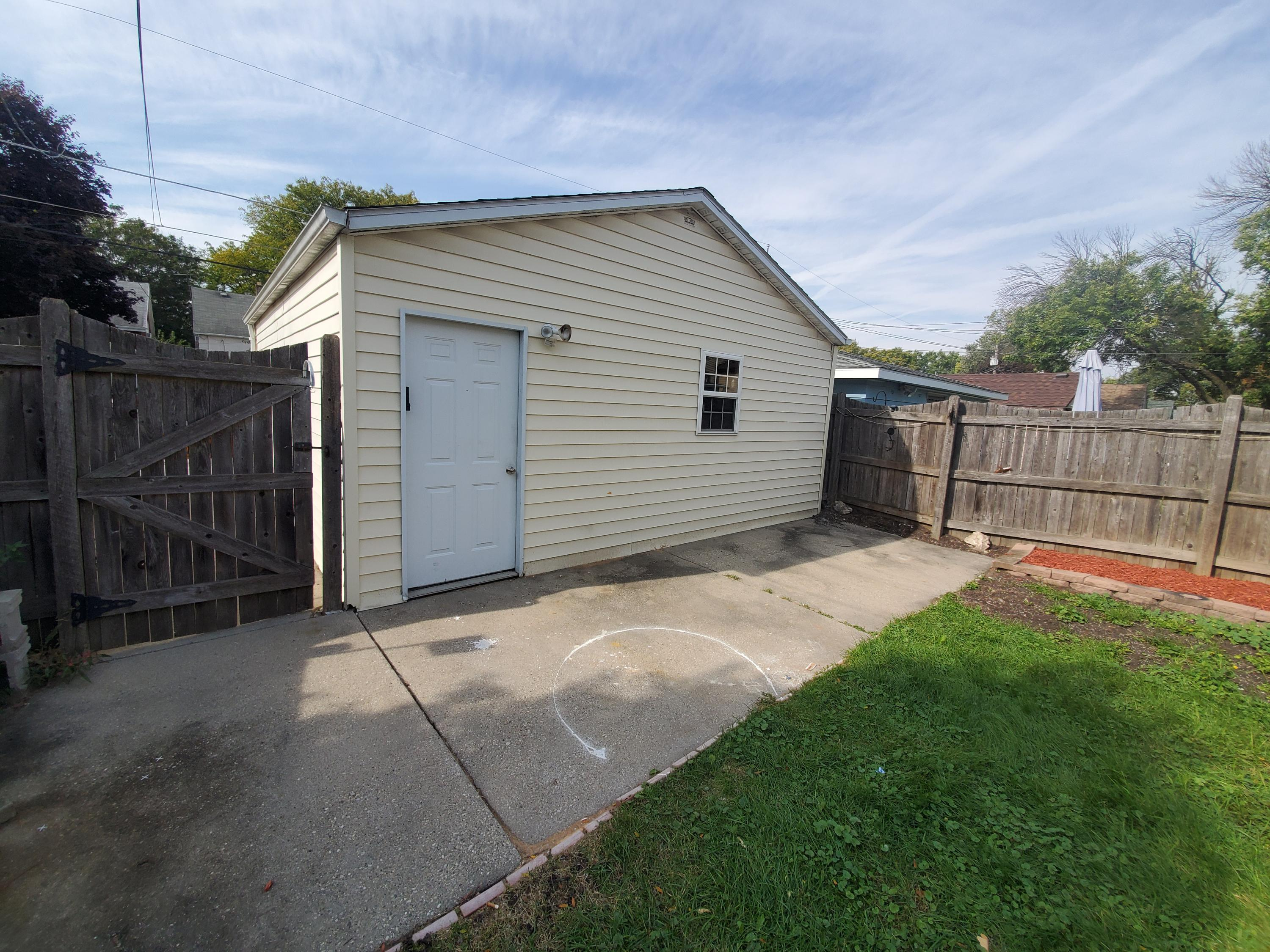 2057 35th St, Milwaukee, Wisconsin 53215, 3 Bedrooms Bedrooms, ,1 BathroomBathrooms,Single-Family,For Sale,35th St,1667664