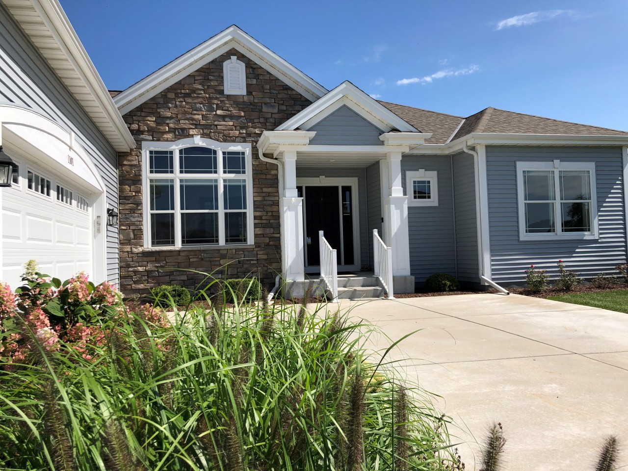 1101 Pine Ridge Ct, Oconomowoc, Wisconsin 53066, 3 Bedrooms Bedrooms, ,2 BathroomsBathrooms,Single-Family,For Sale,Pine Ridge Ct,1655219
