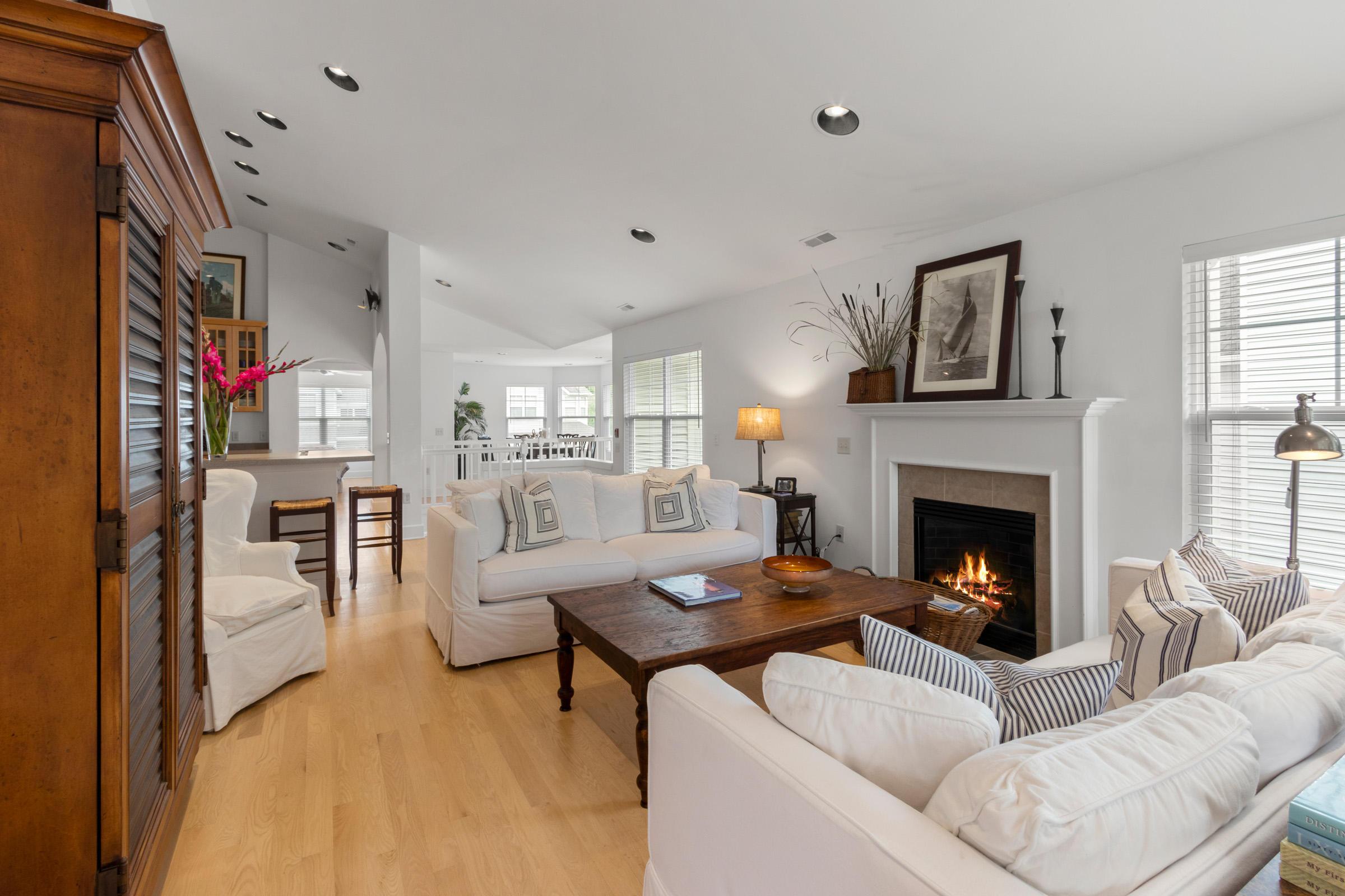 402 Abbey Ridge Ct, Fontana, Wisconsin 53125, 3 Bedrooms Bedrooms, 7 Rooms Rooms,2 BathroomsBathrooms,Condominiums,For Sale,Abbey Ridge Ct,2,1676893