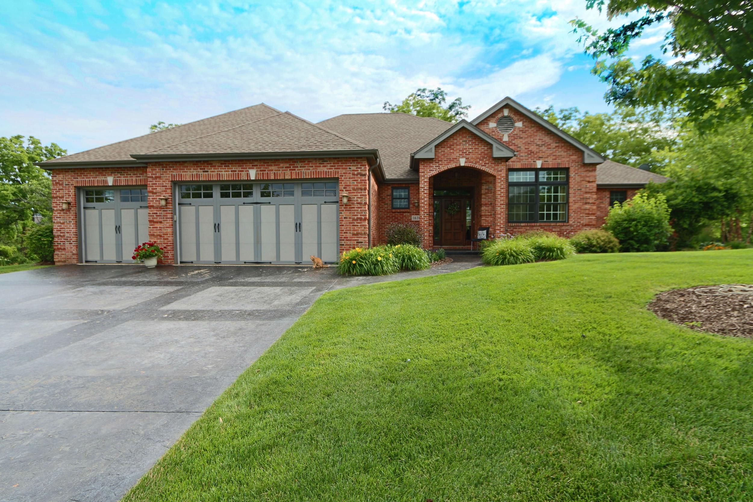 1630 Woodhall Way, Geneva, Wisconsin 53147, 5 Bedrooms Bedrooms, ,3 BathroomsBathrooms,Condominiums,For Sale,Woodhall Way,1,1676860