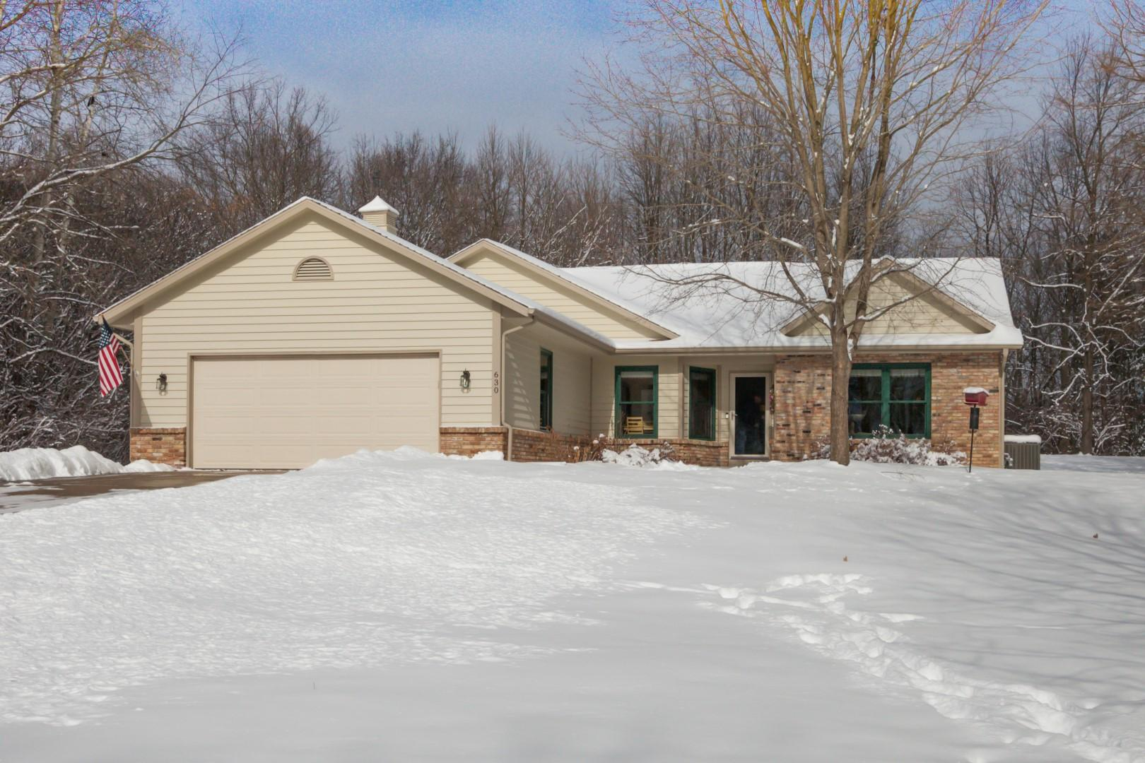 630 Cardiff Dr, Hartland, Wisconsin 53029, 3 Bedrooms Bedrooms, 7 Rooms Rooms,2 BathroomsBathrooms,Single-Family,For Sale,Cardiff Dr,1676963